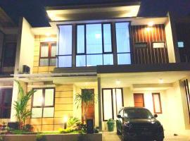 Fam's Homestay by FH Stay, vila di Yogyakarta