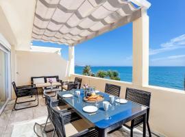 Beach View Playa Del Moral, villa in Estepona