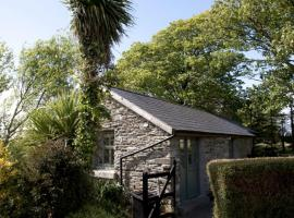 Charming old stables studio cottage, hotel in Clonakilty