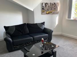No 9 - LARGE 1 BED NEAR SEFTON PARK AND LARK LANE, hotel in Liverpool