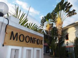 Moon Fox CaféInn Art & Gallery, hotel in Ubon Ratchathani
