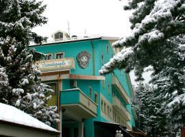 Hotel Fiordigigli, hotel near Fontari, Assergi
