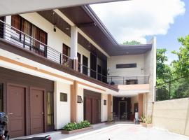 OYO 153 Monclaire Suites, hotel in Davao City