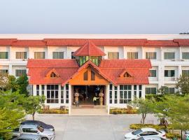 Silayok Grand Hotel, hotel in Tak