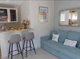 Charmante petite maison a l'éntrée de Saint Tropez, budget hotel in Saint-Tropez