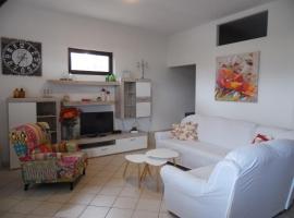 Apartments Kapetanovi Dvori, hotel in Trogir