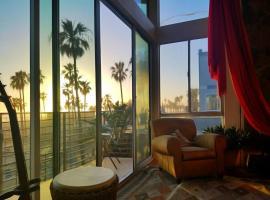 Ocean Front/View Bunk beds Free bikes, hotel near Venice Beach Boardwalk, Los Angeles