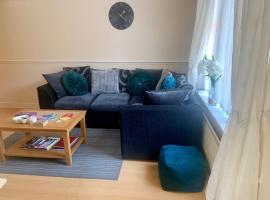 Be My Guest Liverpool - Ground Floor Apartment with Parking, hotel near Aintree Racecourse, Liverpool