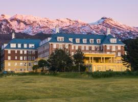 Chateau Tongariro Hotel, hotel in Whakapapa Village