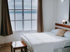Hotel Casa Amelia, hotel in Flores