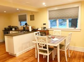 Newly Renovated 3BR Hudson Valley Home, holiday home in Ulster Park