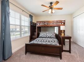 Luxury 5 Bedrooms villa - Storey Lake, hotel in Kissimmee