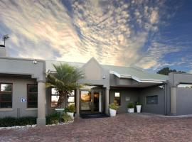 Feathers Lodge Boutique Hotel, hotel in Bellville