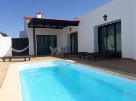 Casa Lar - Chalet con piscina, cabin in Lajares