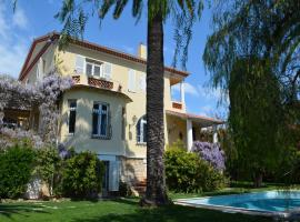 Villas Les Roses, hotel with jacuzzis in Antibes