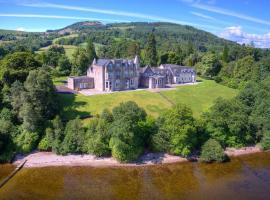 No 15 Lomond Castle, hotel in Balloch