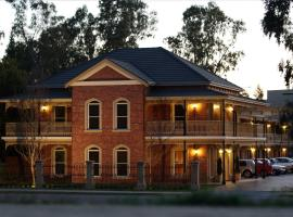Carlyle Suites & Apartments, hotel near National Art Glass Gallery, Wagga Wagga