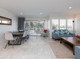 Cottesloe Beach House II, pet-friendly hotel in Perth