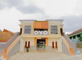 OYO 605 Queen Homestay, hotel near Jatim Park 1, Malang