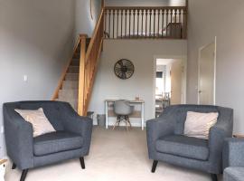 Pretty Properties - Chaldron Court, hotel in Darlington