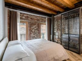 Crocus Apartments, hotel in zona Terme Catullo di Sirmione, Sirmione