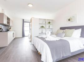Luxurious loft with view walk city center, apartment in Delft