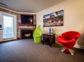 Das Tulip of Helen - Ground floor accessible condo at towns center, vacation rental in Helen