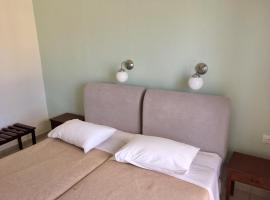 Hotel Papasotiriou, hotel in Galatas