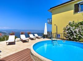 Apartment Ivanka-1, hotel with pools in Lovran