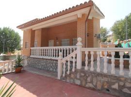 Chalet CASA CENADOR DEL VALLE, cabin in Seseña Nuevo