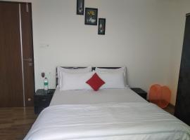 PYRAMID APARMENTS, hotel with pools in Thane