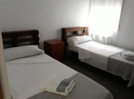 Mombuey 19, bed and breakfast en Madrid