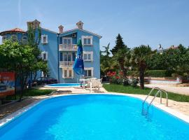 Apartment Hilde-6, hotel with pools in Medulin