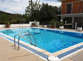 Marilena Apartments & Studios, pet-friendly hotel in Ýpsos