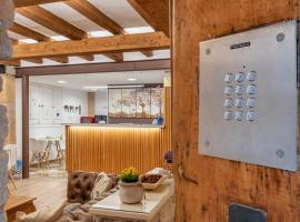 Hostal 977, hotel a prop de PortAventura, a Tarragona