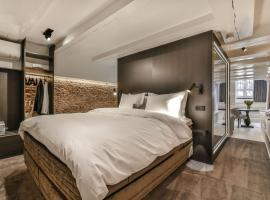 Luxury Canal Suite De Heren, B&B in Amsterdam