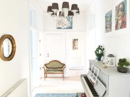 Large, Comfortable, Quirky Family Home, hotel in Glasgow