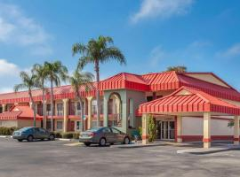 Super 8 by Wyndham Clearwater/US Hwy 19 N, motel in Clearwater