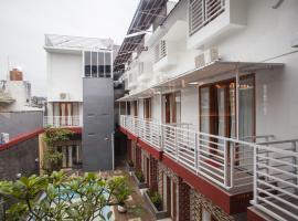RedDoorz Premium @ Jalan Cengkeh Malang, hotel in Malang