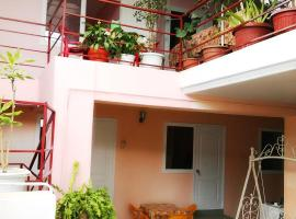 Inn on Chernomorskaya 100, budget hotel in Vityazevo