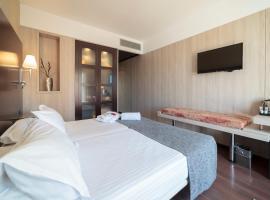 Hotel Salymar, hotel cerca de Real Novo Sancti Petri Golf Club, San Fernando
