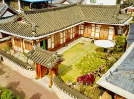 Hanok Hyeyum, place to stay in Jeonju