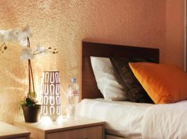 """""""Mazhor"""" Hotel, hotel in Khimki"""