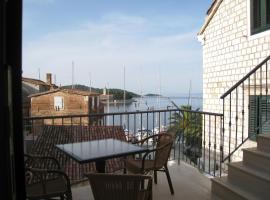 Bed & Breakfast Dionis Vis, beach hotel in Vis