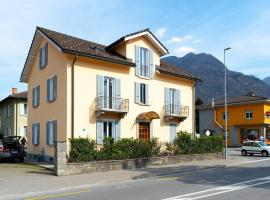 spacious living, Hotel in Arbedo-Castione