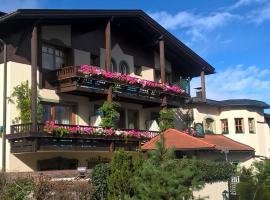 Dietrichsteinerhof Apartments & Rooms, hotel in Faak am See
