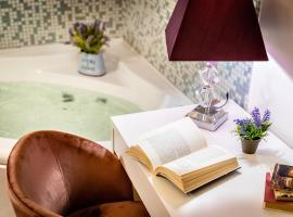 Fior Di Loto Rooms, hotel with jacuzzis in Cagliari