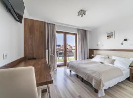 Apartamenty i Pokoje Gościnne Relax, family hotel in Jastarnia