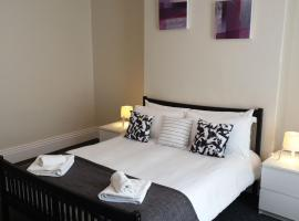 South Shield's Hidden Gem Amethyst 3 Bedroom House Sleeps 6 Guests, hotel in South Shields