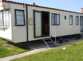 H&B Caravan on Marine Holiday Park, hotel in Rhyl